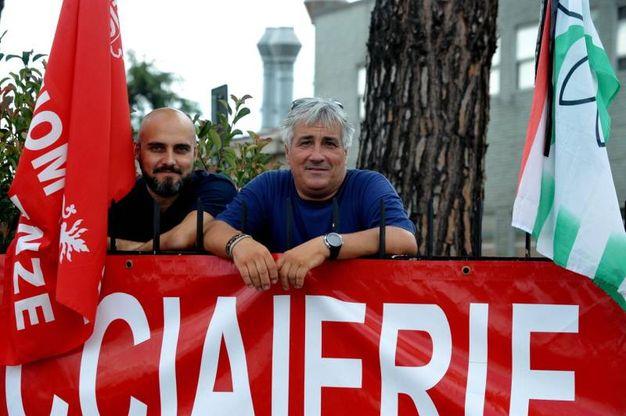 I ciclisti del Giro del Valdarno si sono fermati alla Bekaert per portare la loro solidarietà ai dipendenti (Foto Germogli)