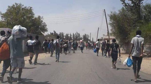 Libia, oltre 500 migranti sono fuggiti da un campo di detenzione (Dire)