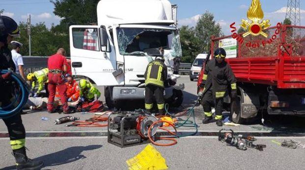 Incidente tra mezzi pesanti a Cambiago