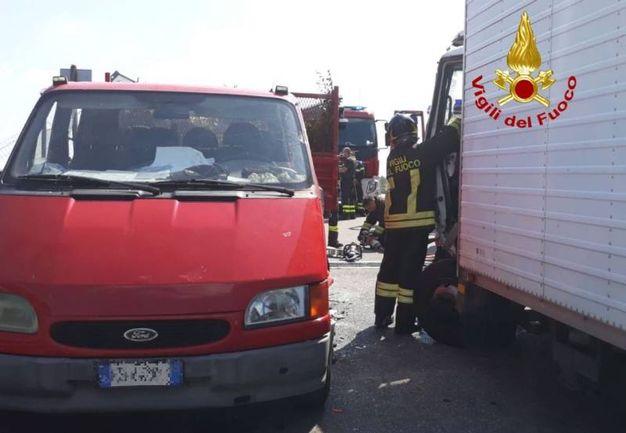 Scontro tra mezzi pesanti a Cambiago