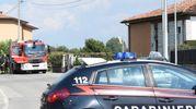 Carabinieri e vigili del fuoco sul posto (Lapresse)