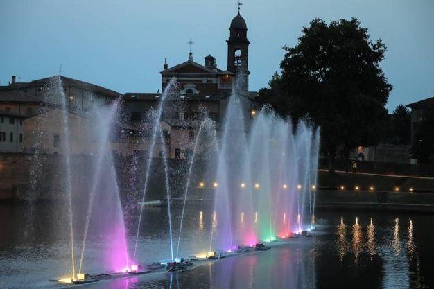 Festa del Borg 2018, le fontane danzanti incantano la notte (Foto Fabrizio Petrangeli))