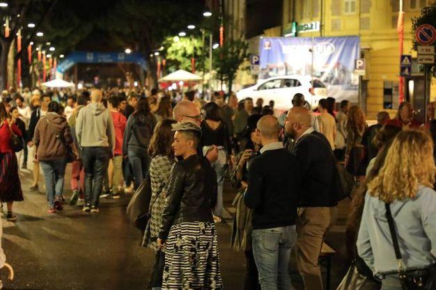 Migliaia di riminesi si sono ritrovati nel borgo San Giuliano per la Festa de' Borg (Foto Fabrizio Petrangeli)