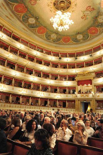 Il teatro Comunale di Modena, esaurito per l'occasione (foto Fiocchi)
