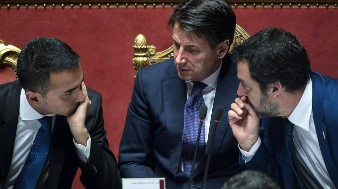 Il premier Conte tra i vice Di Maio e Salvini (Ansa)