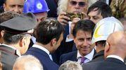 Bagno di folla a Ischia per il premier Conte, che ha visitato i luoghi del sisma dell'agosto 2017 (Ansa)