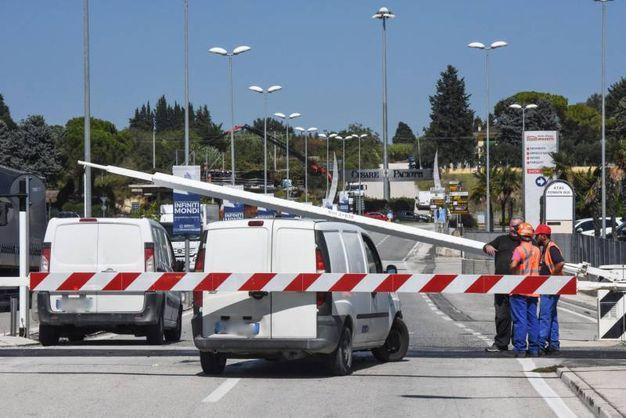 Scongiurato impatto con furgoni a Civitanova Marche (foto De Marco)