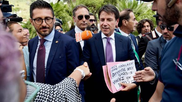 Il premier Conte a Ischia (LaPresse)