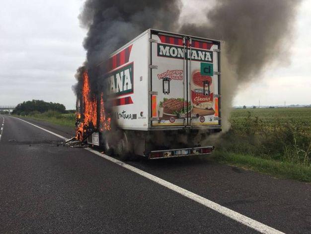 Il camion ha preso fuoco durante la marcia