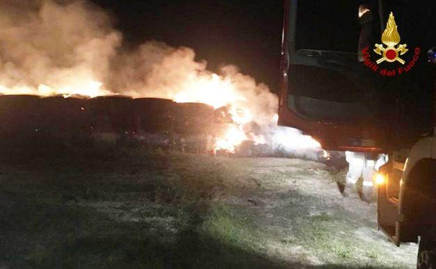 I vigili del fuoco al lavoro per ore