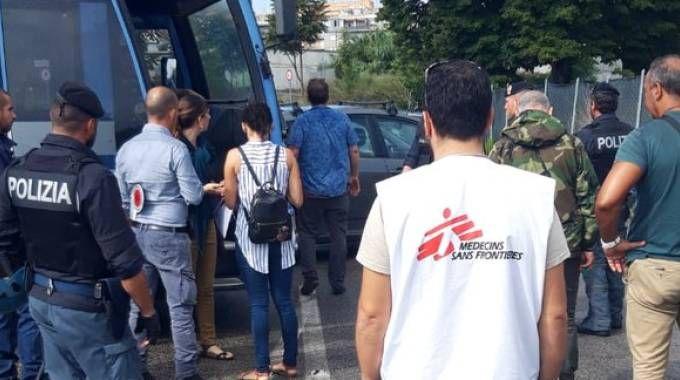 Migranti, blitz al centro Baobab di Roma: la denuncia di Msf (Dire)