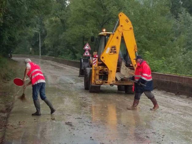 Bomba d'acqua e grandine a Fermignano, chiusa la provinciale Metaurense
