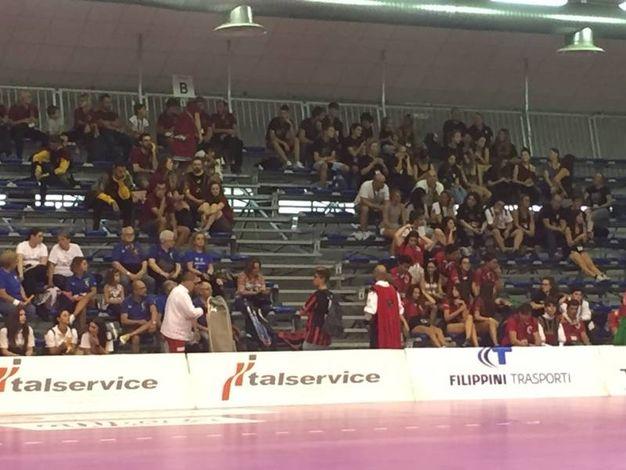 Pubblico e atleti in attesa (foto Angelica Panzieri)