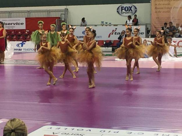 Giovanissime ballerine alla cerimonia di apertura (foto Angelica Panzieri)
