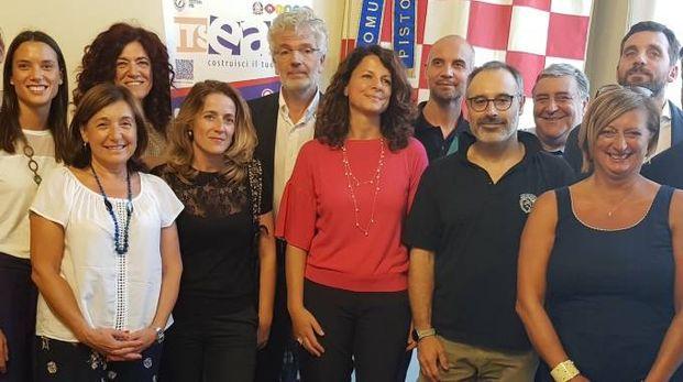 Imprenditori, promotori del corso e il sindaco Tomasi in Comune alla presentazione