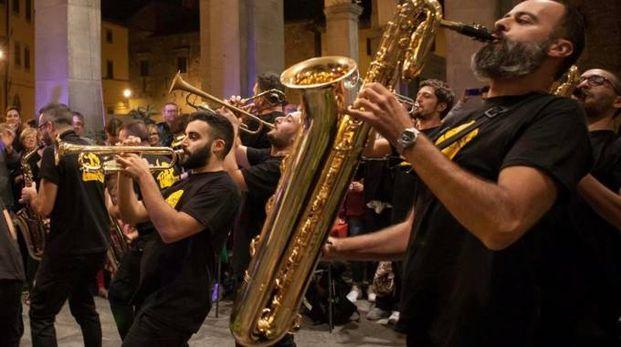 Importante band musicale durante un concerto  (foto di repertorio)