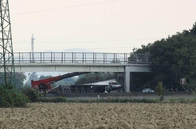 Il conducente del Tir è deceduto nello schianto (Foto Schicchi)