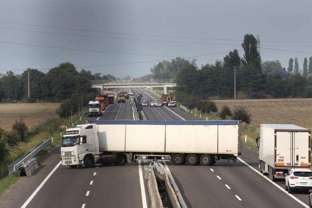 E' stato consentito agli automobilisti di invertire la marcia e di uscire dall'autostrada (Foto Schicchi)