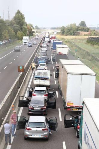L'A13 è chiusa nel tratto bolognese tra le uscite Interporto e Arcoveggio in entrambe le direzioni (Foto Schicchi)