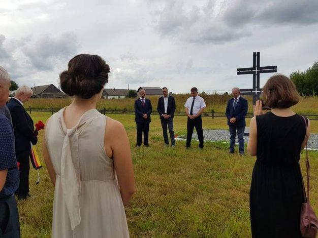 Fase della cerimonia di sepoltura al Cimitero Militare di Falënki (martedì 7 agosto 2018)