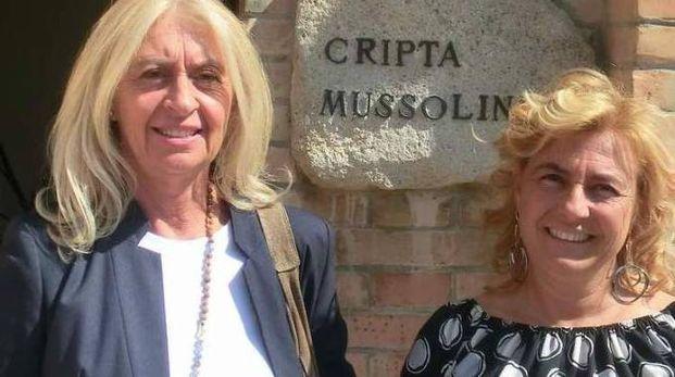 Edda Negri Mussolini (a destra) con la sorella maggiore Silvia