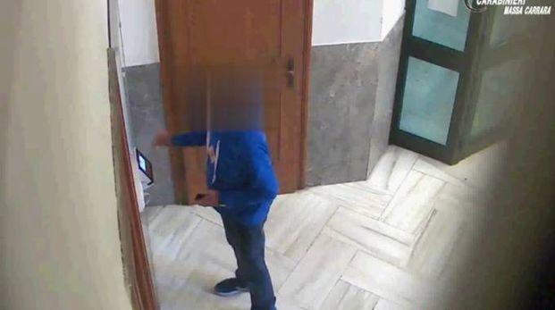 Uno degli assenteisti filmati dalle telecamere-spia