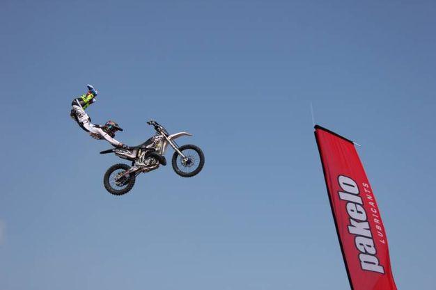 Esibizione di motocross alle Befane