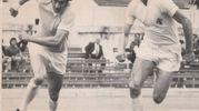 1972: uno dei tanti duelli con Chinaglia durante l'incontro di Coppa Italia tra Lazio e Fiorentina