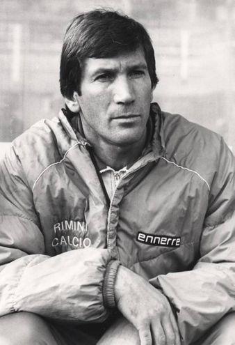 Concluse la carriera nel Forlì prima di intraprendere la carriera di allenatore, che lo vide in panchina a Rimini, all'ombra di Saffi e nella 'sua' Castrocaro