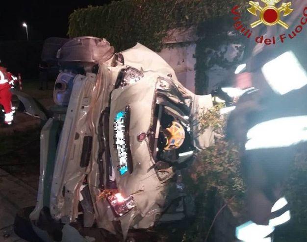 Incidente a Guanzate, morti 3 ventenni (foto Vigili del fuoco)