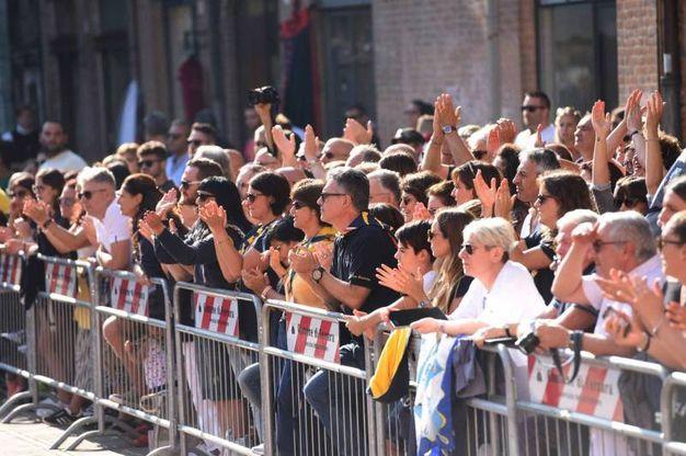 Una folla immensa assiste alle gare (foto Businesspress)