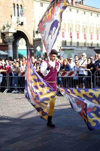Il campionato Sbandieratori  Tenzone Aurea a Ferrara (foto Businesspress)