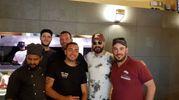 Joe Bastianich con lo staff del Ristoro della Bottega del parco
