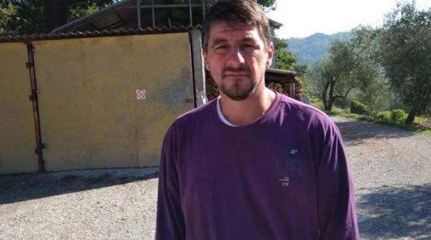Lorenzo Tonelli, l'allevatore di San Terenzo Monti che ha visto il gregge ridursi ai minimi termini