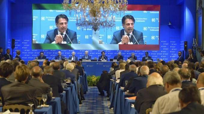 Il presidente del Consiglio Giuseppe Conte durante al Forum di Cernobbio (Ansa)