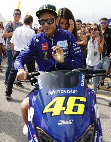 Valentino Rossi 'fugge' a Misano con la fidanzata Francesca Sofia Novello (Foto Alive)