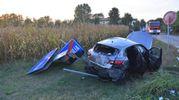 L'auto si è praticamente accartocciata (Foto Artioli)