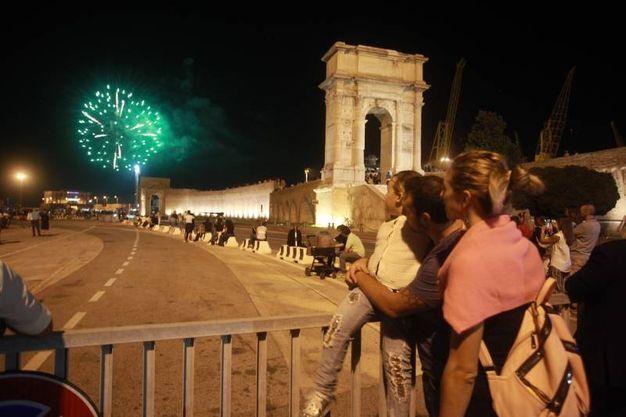 I fuochi d'artificio hanno colorato il cielo e il mare (Foto Antic)