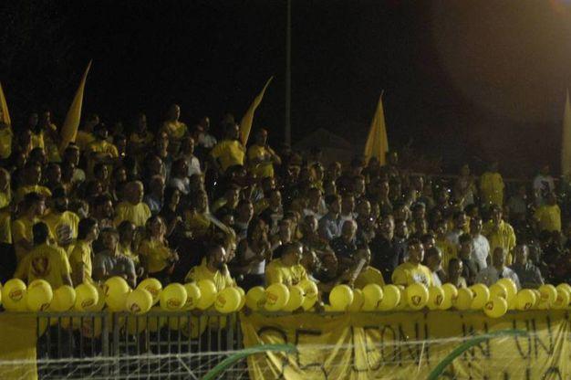 Palla grossa, gialli contro azzurri (foto Gianni Attalmi)