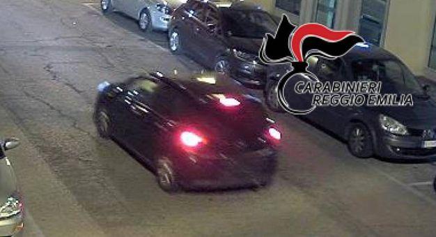 L'auto con la targa oscurata