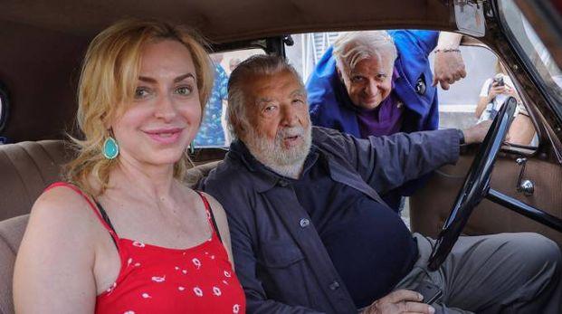 Pupi Avati con parte del cast de 'Il signor Diavolo' (foto Samaritani)