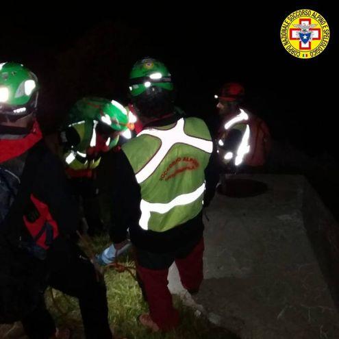 Un escursionista, dopo aver smarrito il sentiero, è rimasto bloccato in un canale particolarmente ripido ed impervio