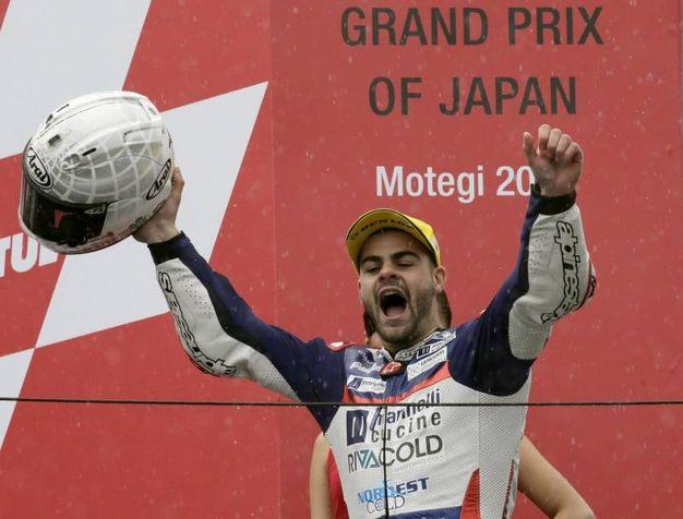 Fenati festeggia la vittoria al Gran Premio del Giappone Motegi il 15 ottobre 2017 (foto Ansa)