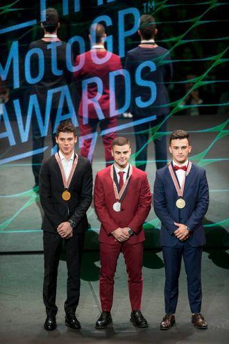 Il podio di  Moto3 Joan Mir, Romano Fenati e Aron Canet durante FIM Awards Ceremony dopo il Gran Premio Motul de la Comunitat Valenciana al Palazzo dei Congressi a Valencia (foto Afp)