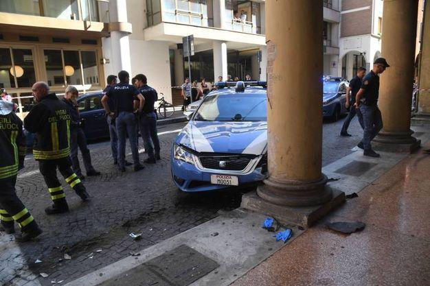 L'incidente è avvenuto in via Galliera, all'angolo con via dei Mille (Foto Schicchi)