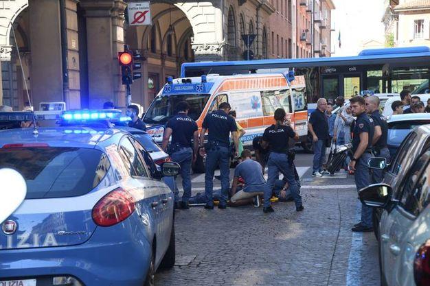 Via Galliera è rimasta chiusa al traffico (foto Schicchi)