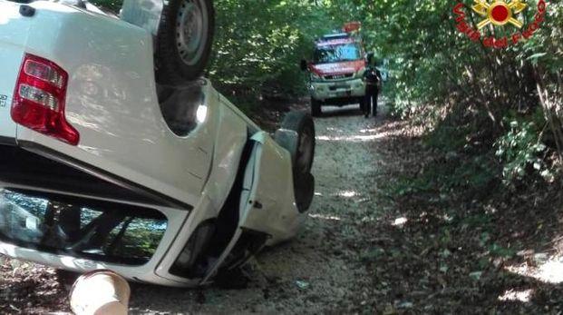 La jeep ribaltata