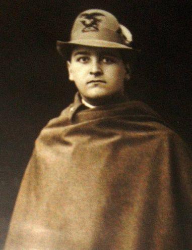 Fiaccadori Ermes (22/01/1899 - 25/05/1918) Iscritto alla facoltà di Scienze matematiche, fisiche e naturali, a.a. 1917-18 I anno