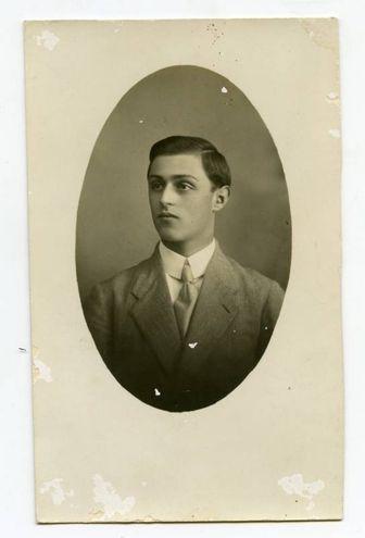 Serrazanetti Luigi (22/09/1897 - 29/04/1918) Iscritto alla facoltà di Agraria, a.a. 1916-17 I anno