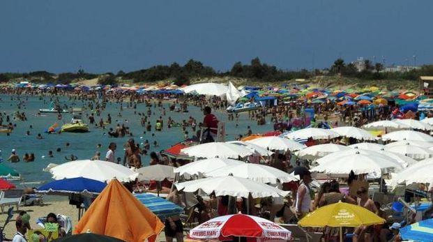 Una spiaggia in Salento (Ansa)